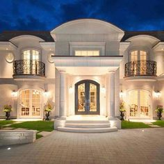 New American Dream Homes Brand Aims at . Classic House Exterior, Classic House Design, House Front Design, Dream Home Design, Modern House Design, Mansion Interior, Dream House Interior, Luxury Homes Dream Houses, Dream Homes