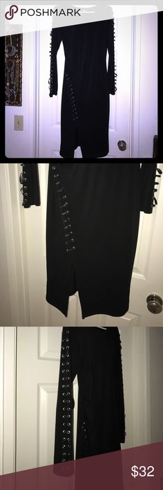 Brand new Venus dress NWOT This dress is stretchy and very light. Dress is amazing. VENUS Dresses Midi