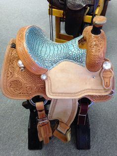 Connolly Saddlery light all around turquoise gator seat