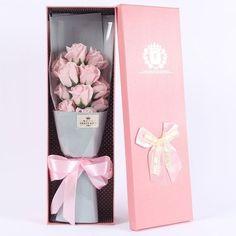 Wine Bottle Crafts, Mason Jar Crafts, Mason Jar Diy, Flower Box Gift, Flower Boxes, Flowers In A Box, Mason Jar Flowers, Diy Flowers, Diy Home Decor Projects