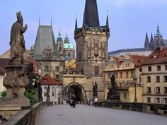 Charles Bridge is one of the best-known points of interest in Prague. The bridge used to be the entrance of the city, but nowadays it unites all the historical paces of Prague. Oh The Places You'll Go, Places To Travel, Places To Visit, Travel Destinations, Budapest, Prague Charles Bridge, Pont Charles, Dream Vacations, Vacation Spots