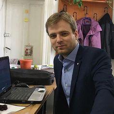 #laivindur #suit #elegant #blondehair #jacket #jackets #bluejackets #bluejacket #shirt #stripedshirt #work #university #universitylife #universitycity #udjg #galati #moldova #romania #romania #office #officeinterior #officeoutfit #itguy #suitlife #suitup #suitstyle #suitedman #classy #classymen #classylook
