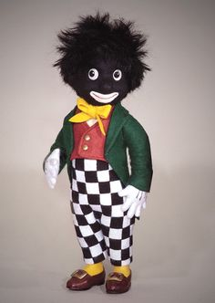 During the first half of the twentieth century, the Golliwog doll was a favorite children's soft toy in Europe. Only the Teddy Bear exceeded the Golliwog in popularity Toy Corner, Cute Creatures, Flower Images, Love Crochet, Old Toys, Felt Animals, Paper Dolls, Art Dolls, Beautiful Dolls