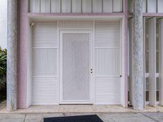 https://flic.kr/p/rkJgSh | Uma jóia arquitetônica de estilo modernista! Gávea, Rio de janeiro, Brasil. | <i>Instituto Moreira Salles, residência da família de mesmo nome projetada em 1948 pelo arquiteto Olavo Redig de Campos com paisagismo do mestre Burle Marx.</i> ________________________________________________  <i>An architectural gem in modernist architecture style projected by Olavo Redig Campos in 1948 with gardens of the master Roberto Burle Marx. Today this residence is a cultural…
