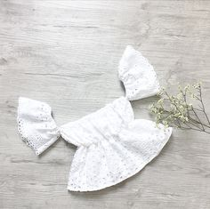 The must have for this summer! Beautiful Rita off the shoulder style crop top is perfect for summer. The elastic are very flexible so your baby will not be compressed.