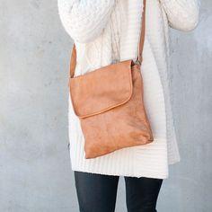 Nydelig skulderveske i mykt skinn. Leather Backpack, Backpacks, Bags, Accessories, Fashion, Handbags, Moda, Leather Backpacks, Fashion Styles