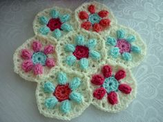 colour in a simple life: Puffed Daisy Hexagon ~ free tutorial