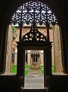 "Entrada al pati del claustre anomenat ""de los Caballeros"" del S.XVI del monestir de Sta. Ma. de la Real de Nájera, La Rioja. Spain"