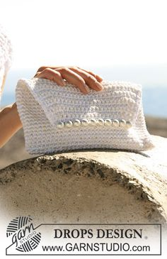 "Free pattern: DROPS crochet evening bag in ""Cotton Viscose"" and ""Bomull-Lin""…"