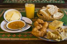 MARRUECOS: El desayuno marroquí generalmente consiste en diferentes panes, mantequilla y salsa. World's Best Breakfasts - Gary Conner/Getty Images.
