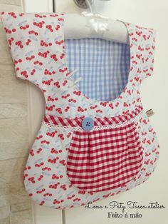 Porta grampos de roupa! Diy Sewing Projects, Sewing Hacks, Sewing Crafts, Crafts To Make And Sell, Diy And Crafts, Washing Peg Bags, Clothespin Bag, Christian Crafts, Vintage Laundry