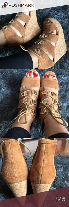 Cynthia Vincent platform sandals. These are super cute and comfortable. Neutral color will go with everything in your wardrobe. Preowned in excellent conditions. 💯 auth Cynthia Vincent Shoes Sandals