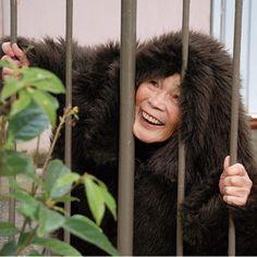 Une mamie japonaise de 87 ans se met en scène dans des autoportraits décalés