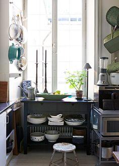 Un apartamento-estudio equilibrado y vintage