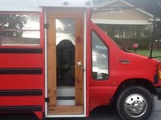 This is Marsha's bus tiny house remodel (part She's been living in her short school bus conversion and has made quite a few changes over the last year! School Bus Tiny House, School Bus Camper, Tiny House Talk, Tiny House Nation, School Buses, Bus Remodel, Converted School Bus, Bus Living, Tiny Living