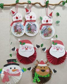 """1,108 curtidas, 4 comentários - Rede Pedagógica (@redepedagogica) no Instagram: """"Lindos enfeites de Natal com papel sanfonado! 🎄 🥰 FAÇA PARTE DA REDE! ❤ É gratuito e você receberá…"""" Kindergarten Christmas Crafts, Christmas Activities, Christmas Crafts For Kids, Crafts For Teens, Preschool Crafts, Holiday Crafts, Diy Christmas Cards, Christmas Art, Christmas Themes"""