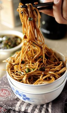 Soba Noodles with Sweet Ginger Scallion Sauce. This looks yummy - and soba noodles are gluten free :) Think Food, Love Food, Ginger Scallion Sauce, Ginger Sauce, Gyu Kaku Garlic Noodles Recipe, Soba Noodles Recipe Healthy, Soba Noodle Sauce Recipe, Soba Recipe, Soba Noodles