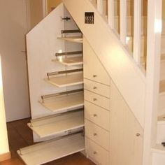 55 Genius Under Stairs Storage Ideas For Minimalist Home. Many of us live in houses that have an open area underneath the stairs. Staircase Storage, Stair Storage, Staircase Design, Basement Storage, Minimalist Home Furniture, Storage Design, Storage Ideas, Creative Storage, House Stairs