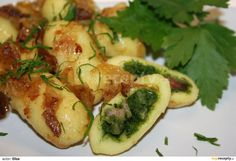 Bramborové šišky plněné špenátem recept - TopRecepty.cz Dumplings, Main Meals, Sprouts, Zucchini, Side Dishes, Pizza, Treats, Vegetables, Food