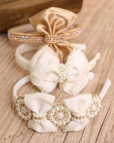 This Pin was discovered by Yas Diy Bow, Diy Hair Bows, Ribbon Hair, Baby Bling, Baby Bows, Baby Headbands, Tassel Jewelry, Hair Jewelry, Felt Hair Accessories
