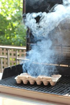 To keep mosquitoes away when having an outdoor party, light an egg carton and place it on a grill to let it smoke out. Party 8 Genius Ways to Keep Bugs Away When Having a Cookout Bbq Party, Mosquito Trap, Mosquito Control, Anti Mosquito, Keeping Mosquitos Away, Keep Bugs Away, Bug Off, Coffee To Go, Coffee Tray