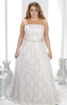 Plus size wedding gown. lace.