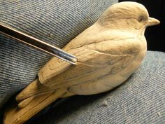 Eastern Bluebird, Part One Holzschnitzen , Eastern Bluebird, Part One Eastern Bluebird, Part One. Dremel Wood Carving, Wood Carving Art, Wood Art, Wood Carving Designs, Wood Carving Patterns, Wood Carving For Beginners, Chip Carving, Whittling, Woodworking Crafts