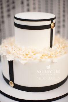 Black & Cream w/a hint of gold wedding cake. Different.