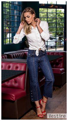 0783d579f Campanha  Inverno 18. Tendencia. Denim. Jeans. Camisa Feminina. Vestire  Jeans. Moda Feminina. Jeans Feminino. Calça Pantacourt Jeans. Bordado Perola