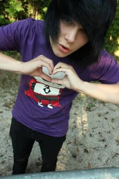 Hunter bane . The cute guy. I wish I could date an emo boy there so worth a lot.♥
