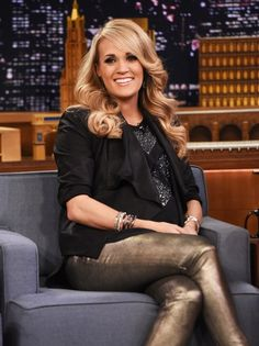 """Carrie Underwood Photos - Carrie Underwood Visits """"The Tonight Show Starring Jimmy Fallon"""" at Rockefeller Center on December 2014 in New York City. - Carrie Underwood Visits 'The Tonight Show' Stylish Maternity, Maternity Fashion, Pregnancy Fashion, Pregnancy Outfits, Carrie Underwood Pictures, Celebrities Then And Now, Good Looking Women, Blonde Color, Role Models"""