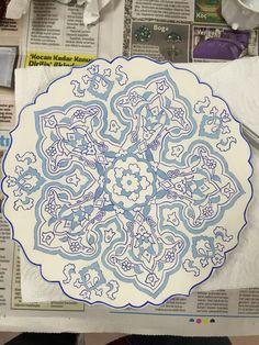 Turkish Art, Turkish Tiles, Islamic Tiles, Islamic Art, Interesting Drawings, Tile Art, Ceramic Plates, Pattern Art, Art Lessons