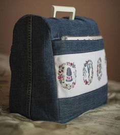 Funda maquina de coser - looks like a sewing machine cover, with cross stitched motifs on the pocket! Sewing Hacks, Sewing Tutorials, Sewing Crafts, Sewing Projects, Sewing Patterns, Tutorial Sewing, Denim Ideas, Denim Crafts, Creation Couture