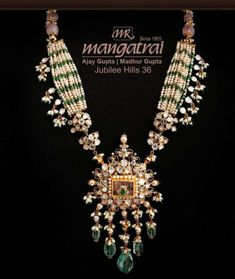Pearl and emerald beads necklace with uncut pendant photo Pearl Necklace Designs, Jewelry Design Earrings, Gold Earrings Designs, Fashion Jewelry Necklaces, Gold Jewelry, Gold Designs, Antique Necklace, India Jewelry, Beaded Necklace