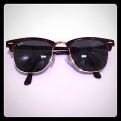 Ray-Ban Clubmaster Sunglasses Gold edge, brown shell. In great condition. ⚠ 934823a027