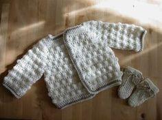 Crochet turoriel baby vest 1 3 months top down The little corner of Claire Pull Crochet, Crochet Diy, Crochet Bebe, Crochet For Boys, Knitting For Kids, Crochet Gifts, Crochet Tops, Pull Bebe, Crochet Baby Beanie