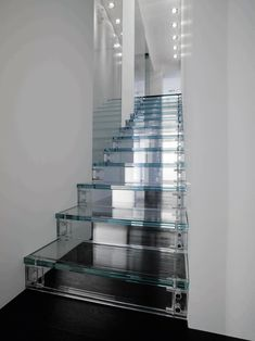 Clear stairs.. Heavy acrylic or glass?