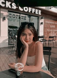 Teen Girl Photography, Photography Poses, Girl Photo Poses, Girl Photos, Filipino Girl, Girl Hiding Face, Dark Anime Girl, Asian Girl, Asian Boys