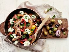Lämmin bratwurstisalaatti Microwave Dinners, Bratwurst, Saturated Fat, Eating Well, Pasta Salad, Salads, Meat, Chicken, Ethnic Recipes