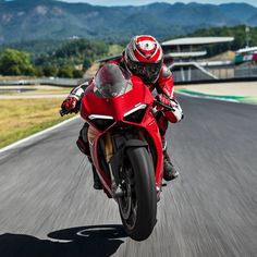 """32.8k Likes, 60 Comments - Ducati Motor Holding (@ducatimotor) on Instagram: """"The new Panigale V4 is the essence of sport motorcycling in its most exhilarating and pure form.…"""""""