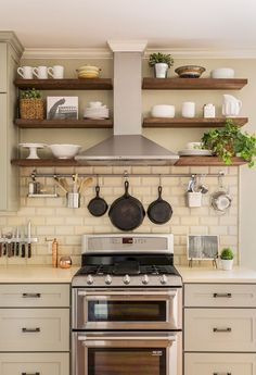 Gorgeous Small Kitchen Remodel Ideas (60) #smallkitchenremodeling #remodelingbeforeandafter