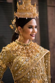 Her Imperial Majesty, Princess of Wynsea, Imperial High Queen of Corosa; Mother of Princess Royal Rayella; Traditional Thai Clothing, Traditional Fashion, Traditional Dresses, Thai Fashion, Thai Dress, Khmer Wedding, Wedding Costumes, Thai Style, Indian Designer Wear