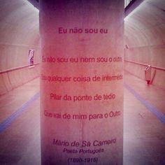 Poema na estação Clínicas do metrô.