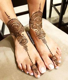 Who needs jewelry when Henna is the best accessory 😍 #fashiongram #stylediaries #lifestyle #weddinginspiration #weddingphotography…