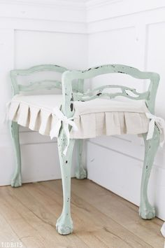 10 Vivid ideas: Contemporary Dining Furniture Home rustic dining furniture kitchen islands.Contemporary Dining Furniture Home rustic dining furniture window. Cushion Design, Rustic Dining Furniture, Creative Furniture, Outdoor Dining Furniture, Chair Cushions, Dining Furniture Makeover, Repurposed Furniture, Dining Chair Cushions, Retro Furniture