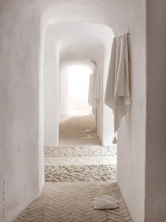 "I love this look and the serenity and simple lines...white-washed walls and simple walkway ""ethnic chic"" ."