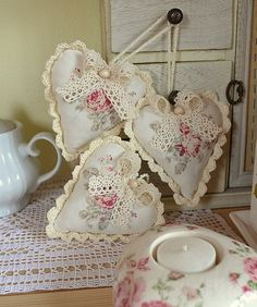 ❤️❤️ Sent by Diane Corfield-Hall Valentines Day Hearts, Valentine Day Crafts, Valentine Heart, Vintage Heart, Vintage Shabby Chic, Hobbies And Crafts, Crafts To Make, Sewing Crafts, Sewing Projects