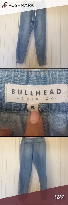 """Bullhead Joggers Small. Bullhead from PacSun drawstring Jogger Jeans. 37"""" in length. Light Jean color with slightly fading hroughout jeans. Fit size 2-4 (24-26"""" waist). Elastic band in waist and ankles. Like New. Great condition. Bullhead Pants Ankle & Cropped"""