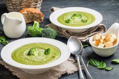 Low-Carb-Rezept: Brokkolicremesuppe mit Sesam