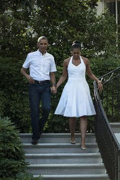 Two law grads on date after married. President Barack Obama and former first lady Michelle Obama. Real style not vulgar faux fashion of Trump's. Michelle Obama Fashion, Michelle And Barack Obama, Malia Obama, Couple Style, Sweet Couple, Joe Biden, Black Is Beautiful, Beautiful People, Amazing People